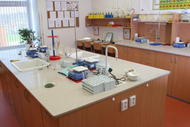 učebny chemie